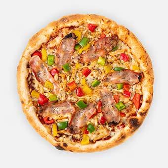BBQ pizza (32 cm) - BBQ szósz, roston csirke, marinált paprika, bacon, füstölt mozzarella - www.pizzarello.hu