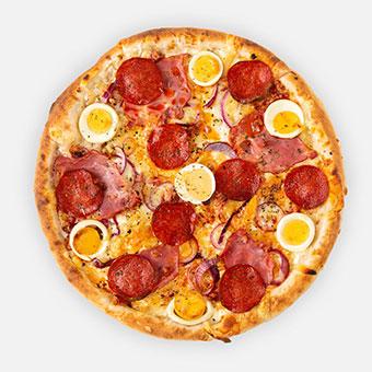 D-juice pizza (32 cm) - sajtkrém-mustár, lilahagyma, tarja, császárszalonna, paprikás vastagkolbász, főtt tojás, pannonia sajt - www.pizzarello.hu