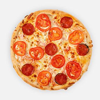 Fokhagymás-tejfölös pizza (32 cm) - fokhagymás-tejfölös alap, hagyma, sonka, paprikás vastagkolbász, paradicsom, sajt - www.pizzarello.hu