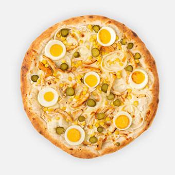 Roxi pizza (32 cm) - tejföl, hagyma, csirkemell, kukorica, csemegeuborka, főtt tojás, sajt - www.pizzarello.hu
