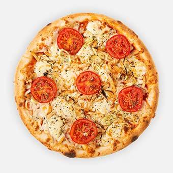 Racka pizza (32 cm) - paradicsom alap, juhtúró, póréhagyma, roston csirke, paradicsomkarika, sajt, bazsalikom - www.pizzarello.hu